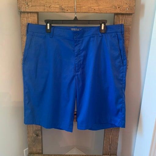 Nike Golf Shorts - 36