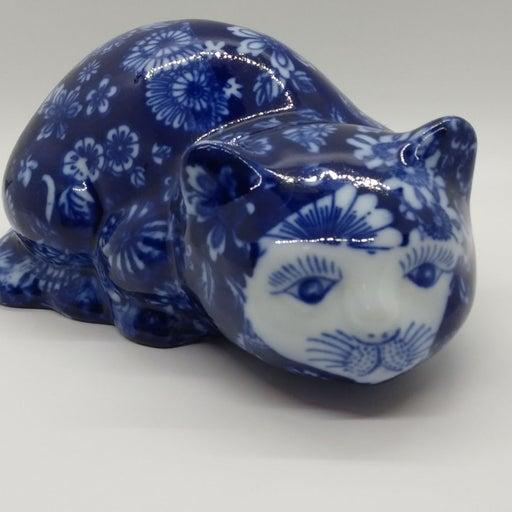 Beautiful Blue and White Cat Figur