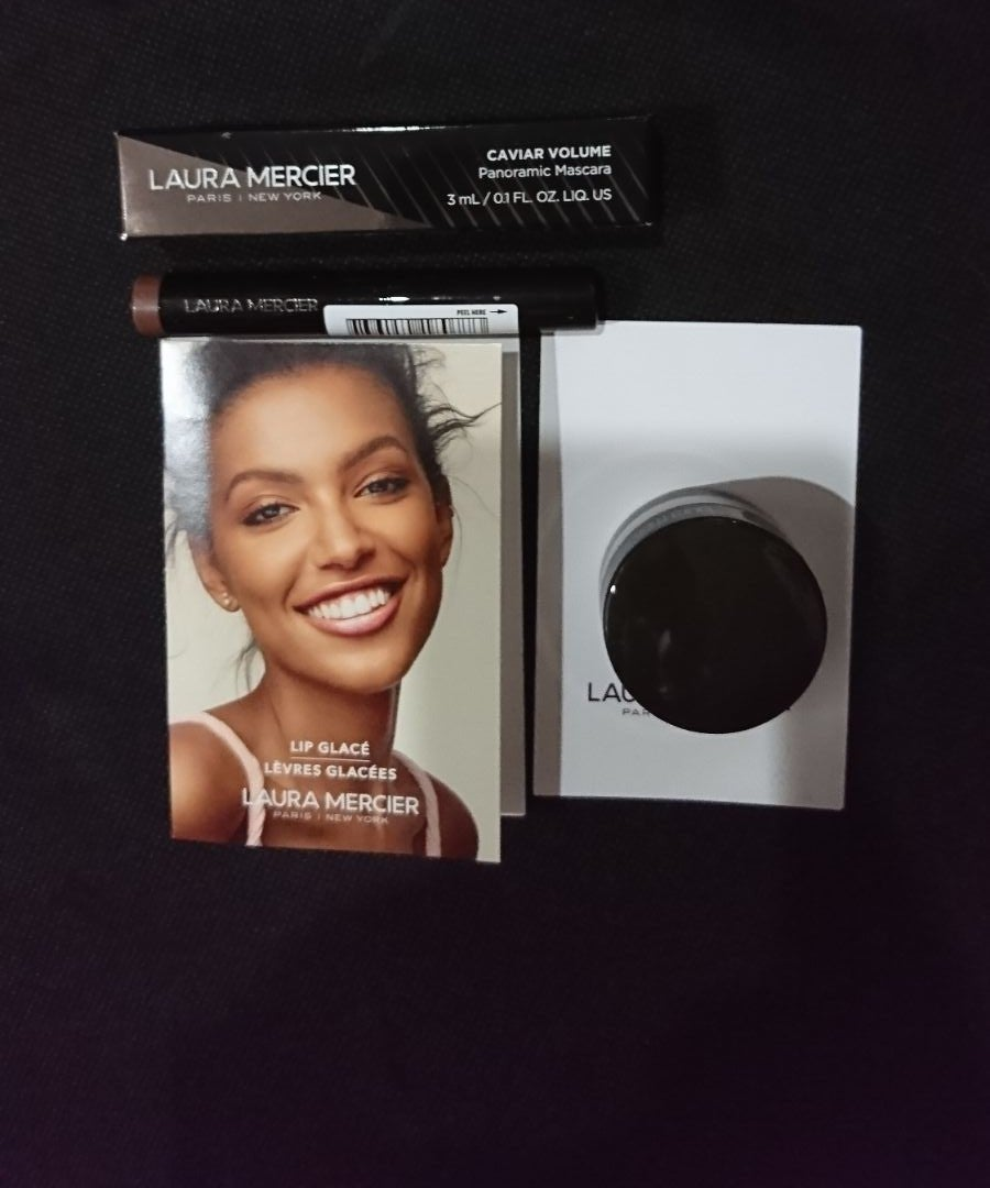 4 pieces of laura mercier samples