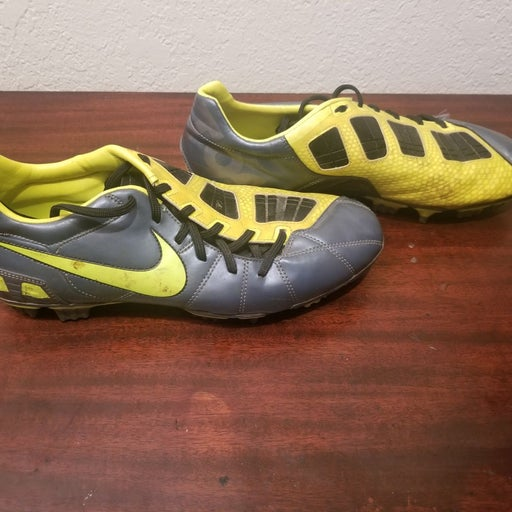 Nike T90 Soccer cleats mens size 10