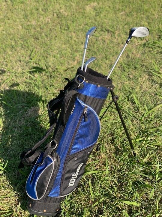 Wilson golf bag with clubs