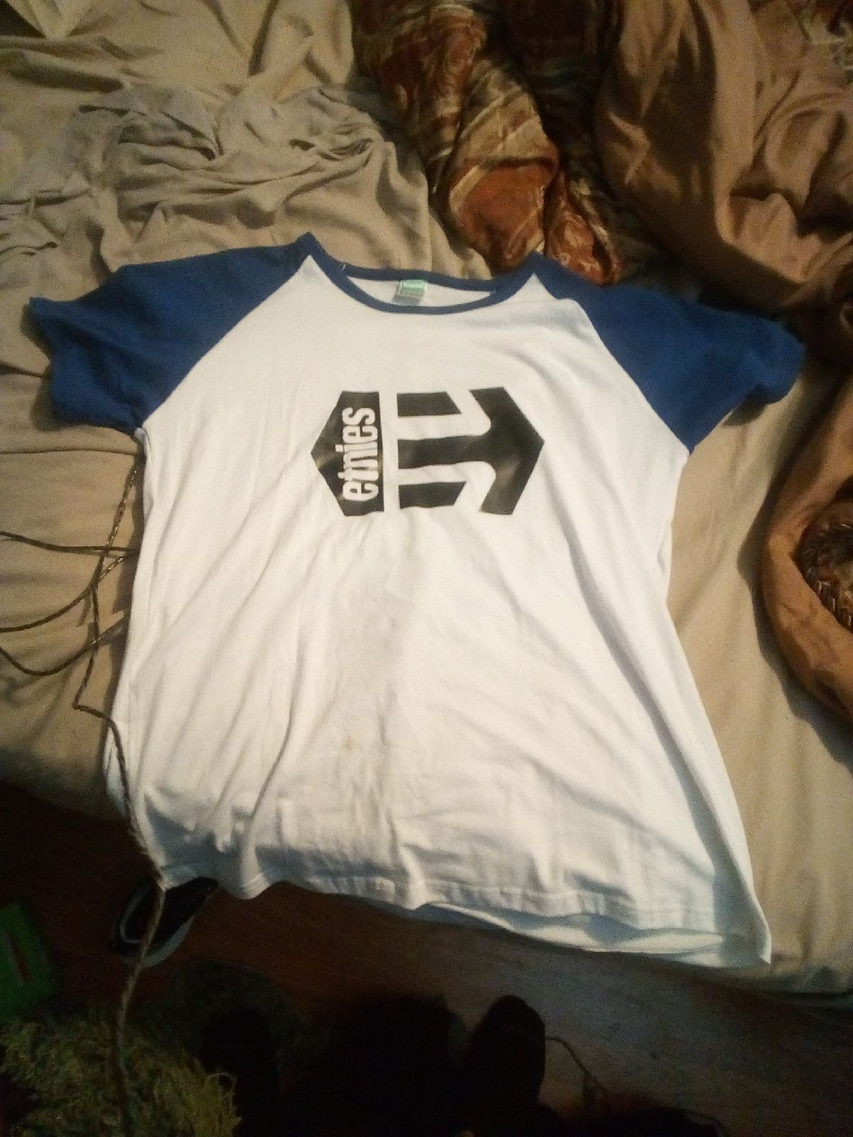 Men's Etnies shirt