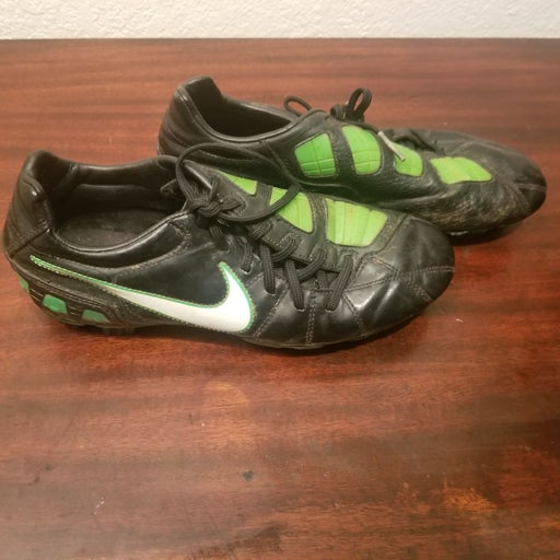 Nike T90 Soccer cleats womens size 7