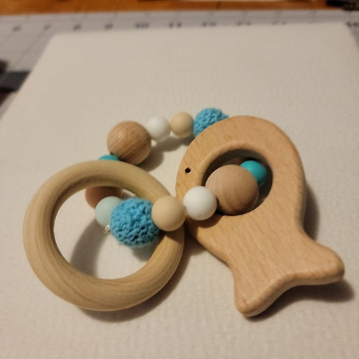 Wood fish Teething ring with wood/silico