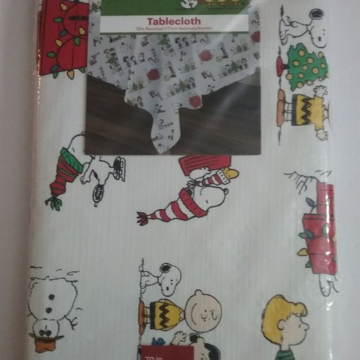 """Peanuts Christmas Tablecloth 70"""" Round"""